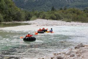 Neumàtics al riu Soca